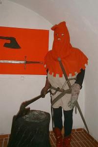 400px-Poland_-_executioner_in_Torture_Museum